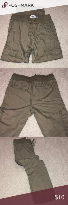 cc3eb2af4e Boys Old Navy khaki pants Old Navy Size Sm 6 7 Khaki color with cargo