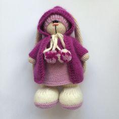 Приоделась Кнопочка#weamiguru #villy_vanilly_shop #knitting #amigurumi #instatoys #instaknit #handmadetoys #вязание #вязаныйзаяц #заяцкрючком #хочу_в_ленту_yh #вязанаяигрушка by anastasia_ryzhkova237