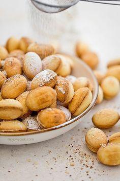 shortbread cookies with walnut liqueur cream filling
