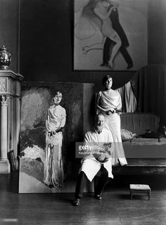 The French Painter Of Dutch Origin Kees Van Dongen Painting A Portrait Of Comtesse De Noailles Wearing Her Tie Of Commandeur De La Legion D'Honneur In 1931.