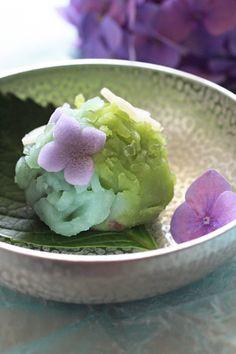 Wagashi enjoy the hydrangeas color gradient