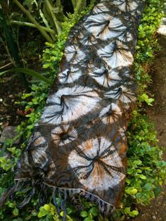 rust onion scarf / shibori techniques/ Flextiles