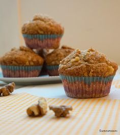 Swanocean: Banana nut muffins with cinnamon topping-Muffins μπανάνας με καρύδια και επικάλυψη κανέλας