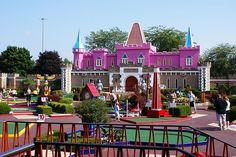 "Par-King Golf  Location: Lincolnshire, IL.  Billing itself as ""the world's most unusual miniature golf,"" the Par-King course in Lincolnshire, IL. isn't exactly shy. But they might well be right. With eclectic, bizarre hole designs that incorporate roller-coasters, conveyor belts, roulette wheels, and landmarks including the Sears Tower and Mount Rushmore, it's a wild ride."