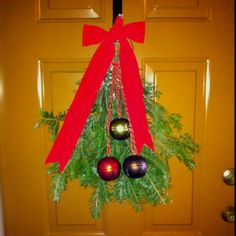 Use cut off branches from your Christmas tree to decorate your door.  If only I wasn't allergic!