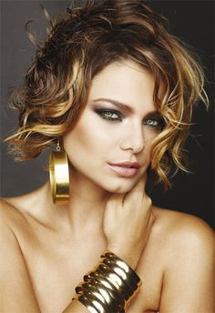 Short wavy hair also look hot when you wear them with an appropriate style. You can try these hairstyles for your short wavy hair. Curly Hair Cuts, Cute Hairstyles For Short Hair, Short Hair Cuts For Women, Hairstyles Haircuts, Curly Hair Styles, Short Haircuts, Blonde Hairstyles, Haircut Short, Trendy Hairstyles
