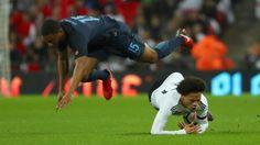 Testspiel zwischen England und Deutschland 0:0 : Papierflieger gegen die Langeweile
