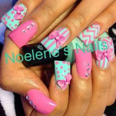Noelenes nails