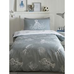 This Ocean Life Glow in the Dark Double Duvet Cover Set features an array of sea creatures with glow in the dark detailing. Free UK delivery available.