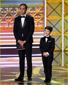 Jim Parsons' 'Young Sheldon' Star Iain Armitage Joins Him at Emmys The Big Theory, Big Bang Theory Funny, Jim Parsons, Gu Family Books, Friends Tv, Big Bang Top, Celebs, Celebrities, Celebrity Weddings