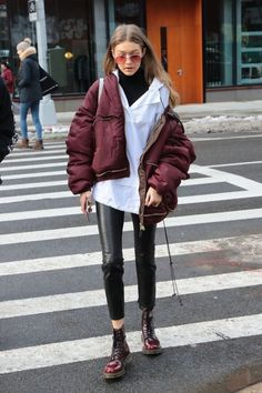 Learn 9 secrets to improve your streetwear style - Street Style Outfits Street Style Outfits, Looks Street Style, Mode Outfits, Looks Style, Fashion Outfits, My Style, Model Street Style, Winter Fashion Street Style, Casual Outfits