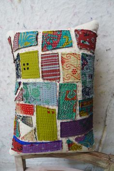 kantha style pillow, material obsession (my note, sew this on an oufit) Sashiko Embroidery, Japanese Embroidery, Patchwork Quilting, Kantha Quilt, Quilt Inspiration, Sewing Crafts, Sewing Projects, Boro Stitching, Kantha Stitch