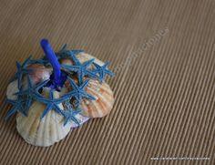 Anillero con cabeza de ajos, conchas de la playa y estrellas de mar