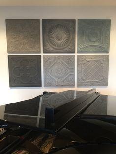 Een mooie set wandpanelen in de kleuren grijs, antraciet, taupe en oud blauw als wanddecoratie achter de piano. Mix & Match jouw eigen combinatie bij Artivue wandpanelen