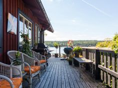 Outdoor living from its best side in Sweden with a lot of room for cozy hours, BBQ and nature all around.