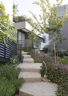 콘크리트와 투명한 유리의 환상적인 대비가 돋보이는 주택 (출처 Jihyun Hwang)