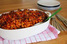 זיטי אפוי עם כדורי בשר Pasta Pie, Ratatouille, Chana Masala, Pasta Recipes, Ethnic Recipes, Food, Essen, Meals, Yemek