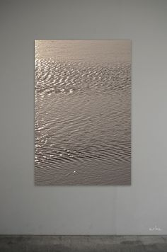 arha feels | The surface of bronze-gold water Tomomichi...