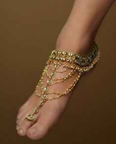 Kundan Anklets with Extended Toe Ring by Bansri Joaillerie