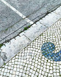 Sobre o chão que piso  //  #chão #floor #calçada #linhas #way #calçadaportuguesa #caminho #rotinas #diascinzentos #instagramar #instapics #click2inspire #inspirationiseverywhere #peoplecreative #creativeminds #myart #minimal #creativelifehappylife #spring #21mar18 #design #huawei