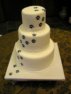 paw print cake!! I love this!!! My friend Megan just has to have this at her wedding this summer.