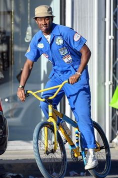 Tyler the Creator wears all the things youre too afraid to and does it while riding a bike through LA traffic. Tyler The Creator Fashion, Tyler The Creator Outfits, Mode Masculine, Bmx, Tyler The Creator Wallpaper, Parisian Girl, Young T, Best Dressed Man, Rapper