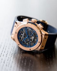 Victor Cruz teamed up with Hublot to create two limited edition watches that commemorate the brand's new partnership with the New York Giants. White Watches For Men, Luxury Watches For Men, Cool Watches, Hublot Classic Fusion, Panerai Watches, Men's Watches, Swiss Automatic Watches, Gifts For Hubby, Men Watches