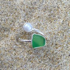 Green Sea Glass and Pearl Wrap Around Ring #seaglasscrafts