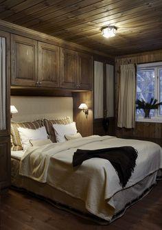 Sjusjøen — DIVINE DESIGN OSLO Blue Bedroom, Cozy Bedroom, Teen Bedroom, Cabin Homes, Log Homes, Chalet Design, House Design, Log Cabin Bedrooms, House Colors