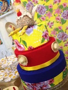 Bolo de Tecido  www.alinhaeacostura.blogspot.com.br