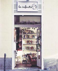 Petit tour dans le charmant café-librairie La Infinito à Madrid