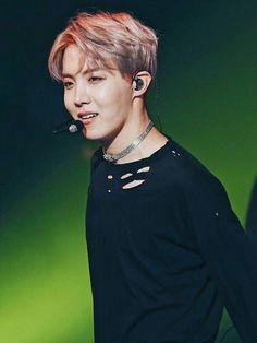 Can we take a moment to talk about how hot Jung Hoseok looks in these pictures? Gwangju, Jimin, Bts Bangtan Boy, Jung Hoseok, Jung So Min, Hip Hop, Mixtape, Foto Bts, K Pop