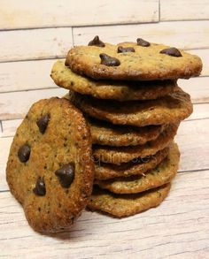 La receta que hoy os traigo se formula desde la intención de hacerles a mis hijos galletas nutritivas, sin mixes comerciales y sin maíz ni arroz, que son dos cereales de los que se abusa en la diet…