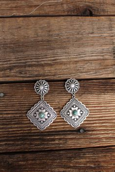 Western Concho Earrings Beautiful concho earrings with small turquoise inlay. Lightweight too! Cute Jewelry, Boho Jewelry, Jewelery, Jewelry Accessories, Fashion Accessories, Handmade Jewelry, Gothic Jewelry, Jewelry Necklaces, Western Earrings