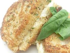 Fried Mozzarella Sandwiches - Sprinkled with Flour A Food, Good Food, Food And Drink, Yummy Food, Breakfast Lunch Dinner, Low Carb Bread, Looks Yummy, Wrap Sandwiches, Mozzarella