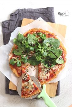 Pizza de patate douce - Rachel cuisine - The Best iPhone, Samsung, ios and android Wallpapers & Backgrounds Sausage Pizza Recipe, Vegetarian Pizza Recipe, Healthy Vegetable Recipes, Pureed Food Recipes, Cooking Recipes, Fun Pizza Recipes, White Pizza Recipes, Sweet Potato Pizza, Meals Kids Love