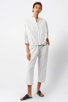 Be anything but ordinary this summer fashion season for 2021 in our Pleat Hem Kimono Shirt. Made in our Italian Cotton Nylon with a touch of metal yarn, this top has an attitude all of its own. Perfect for your post-quarantine travel outfit, pair with our Cotton Nylon bottoms or with your favorite denim for a quick breezy look. This summer button up shirt adds a touch of flair to your next travel outsit too! Shop more summer style for 2021 at KAL RIEMAN. Business Casual Outfits For Women, Casual Work Outfits, Professional Outfits, Modest Pants, Kimono Shirt, Travel Outfit Summer, Tailored Shirts, Cotton Tunics, Fashion Seasons
