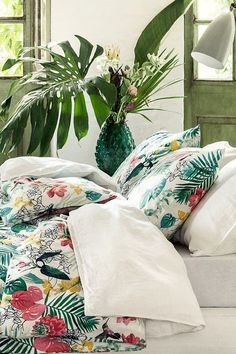 Tropical Prints: Interior Trend 2018 - Tropical prints are still in trend for spring/summer But this year, we will see a focus on tropical prints with dark, jungle-esque backgrounds, and leaf pr Interior Tropical, Art Tropical, Tropical Bedroom Decor, Motif Tropical, Tropical Bedrooms, Tropical Style, Tropical Houses, Tropical Prints, Tropical Colors