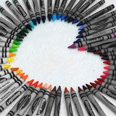 Alternate to a crayon wreath. A crayon heart! Rainbow Crayon, Love Rainbow, Taste The Rainbow, Over The Rainbow, Rainbow Colors, Rainbow Stuff, Rainbow Heart, Crayon Heart, Crayon Box