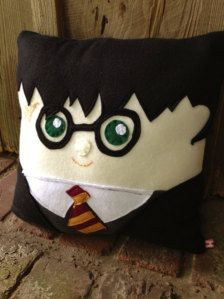 Cuddly Harry Potter Pillow Harry Potter by MooSquares on Etsy Harry Potter Pillow, Harry Potter Love, Harry Potter World, Man Pillow, Harry Potter Thema, Mischief Managed, Hogwarts, Decorative Pillows, Sewing Projects