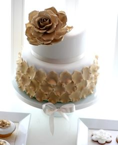 wedding cake-flowers and petals in a pale yellow tho. love this!