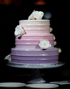 Love this effect with fondant. Bet it would look really cool with carefully-piped buttercream....