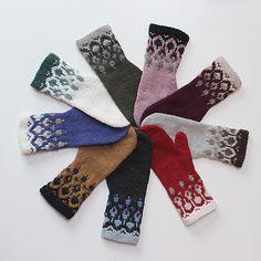 Ravelry: Maribo mittens pattern by Carol Sunday Mittens Pattern, Knit Mittens, Knitted Gloves, Arm Knitting, Knitting Ideas, Knitting Projects, Christmas Knitting Patterns, Yarn Thread, Purl Stitch
