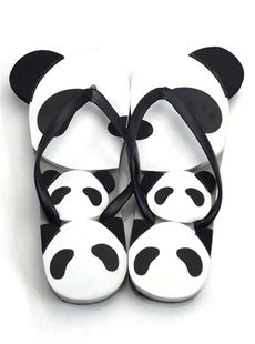 New arrival panda slippers/flip-flops Very cute panda slippers and you will have a very pleasant feeling when you wear it. You also can buy a pair for him.we have men's size. Size:35-44 24916620382