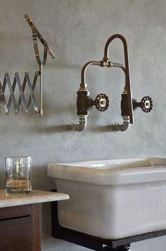 Grifería de baño / Grifo baño: #grifería #baño antigua.  #decoración #baños
