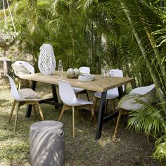 Black Metal and Acacia 6-8 Seater Garden Table W 180 cm | Maisons du Monde