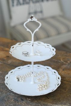 Shabby Chic Two-Tiered Tray Vintage Farmhouse Decor, Shabby Chic Farmhouse, Farmhouse Style Decorating, Shabby Chic Style, Shabby Chic Decor, Antique Shops, Vintage Shops, Country Cottage Living, Pearl Crafts