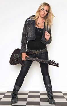 Saw this little cookie last night with Alice Cooper... OMG HOT!!
