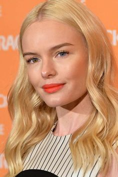 Kate Bosworth Long Wavy Cut - Kate Bosworth looked absolutely adorable with her perfect waves during Crackle's 2016 Upfront Presentation. Orange Eye Makeup, Neutral Eye Makeup, Orange Lipstick, Bright Lipstick, Simple Eye Makeup, Neutral Skin Tone, Colors For Skin Tone, Kate Bosworth, Vintage Hairstyles