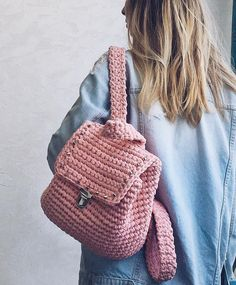 knit and denim trendsStay Cozy This Winter: Best Knitting IdeasThis Pin was discovered by nor Crochet Backpack Pattern, Crochet Purse Patterns, Bag Pattern Free, Crochet Shoes, Cute Crochet, Crochet Crafts, Crochet Projects, Crotchet Bags, Knitted Bags